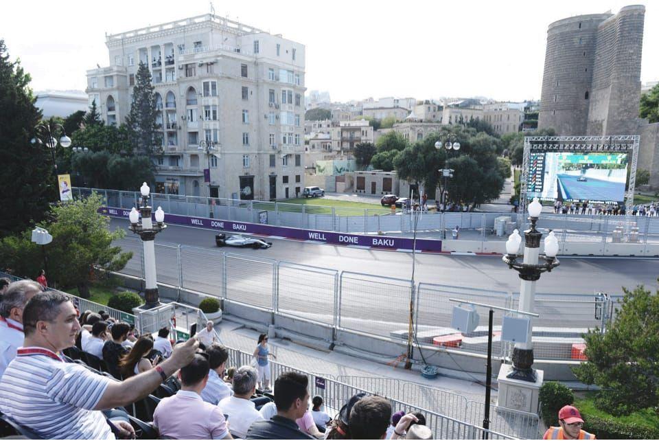Любители F1  на этом участке трассы, вплоть до 18-го поворота, станут свидетелями упорной борьбы на повышенных скоростях.