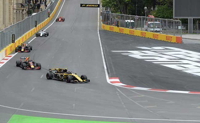 Witness cars at a key overtaking position on the track - the race can be won or lost here!